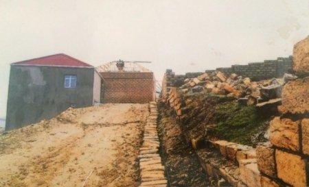 Bələdiyyə sədri yolu satıb – Sakinlər qanuni ərazilərinə gedə bilmir