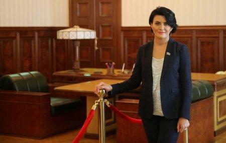 """""""Məni və övladlarımı öldürməklə təhdid etdilər"""" - Deputat Sona Əliyeva SÜKUTU POZDU"""