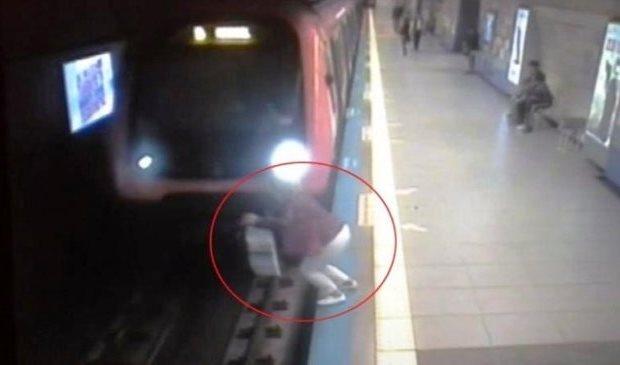 Qadın özünü qatarın altına atdı, başı bədənindən ayrıldı — Bakı metrosunda  ...