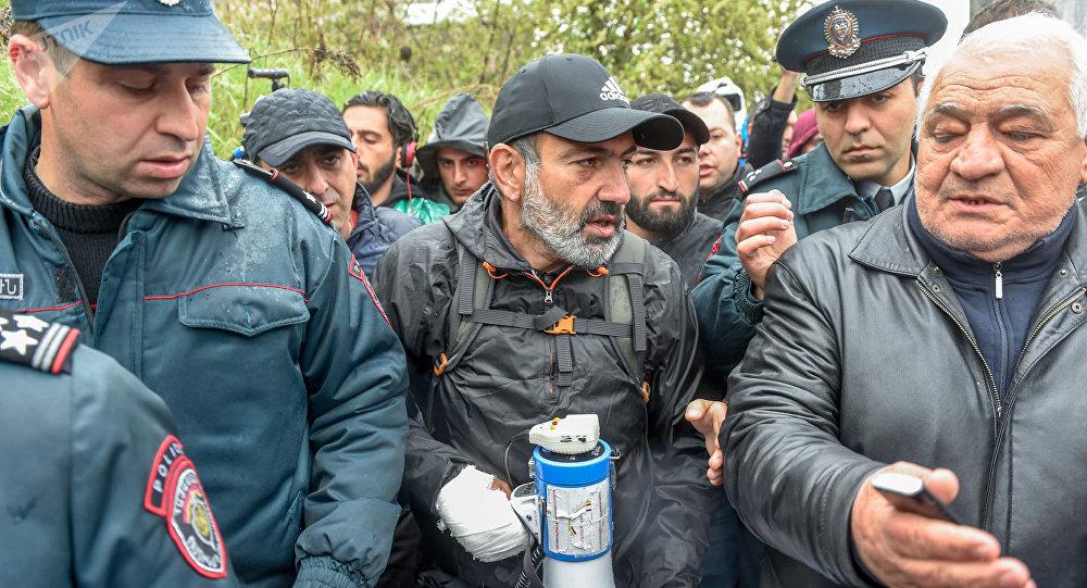 Sarkisyan erməni müxalifətinin liderini həbs etdirdi, toqquşmalar başladı - ...
