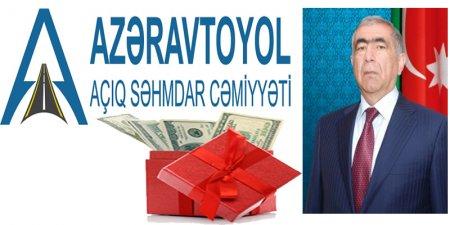 """""""Azəravtoyol"""" ASC-nin Regional Yol Təmir Tikinti idarəsinin rəisi Şükür Aslanov icra başçılarından birinin oğlunun toyuna 5000 manat pul yazdırdı"""