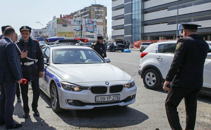 Yol polisini kameraya çəkən sürücülər həbs olunacaq - RƏSMİ XƏBƏRDARLIQ