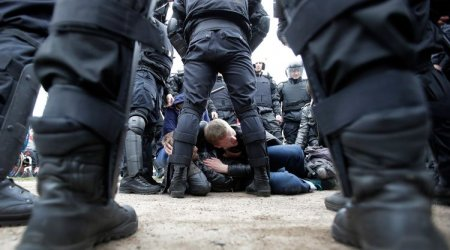 Rusiyada yüzlərlə şəxs etiraz aksiyasına başladı: 1000 nəfər saxlanıldı — Putinin istefasını istəyirlər
