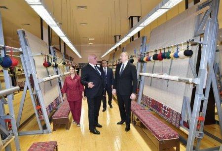 """İlham Əliyev """"Azərxalça"""" ASC-nin Goranboy filialının fəaliyyəti ilə tanış oldu — FOTO"""