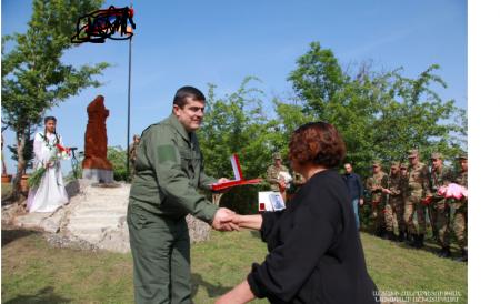 Araik Ağdamın kəndində yeni xaçkar abidəsinin açılışını etdi... - FOTO